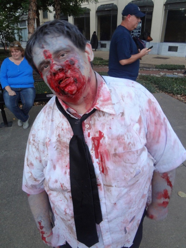 last minute Halloween costume: Zombie costume for your Vacation at Plantation Resort in Myrtle Beach
