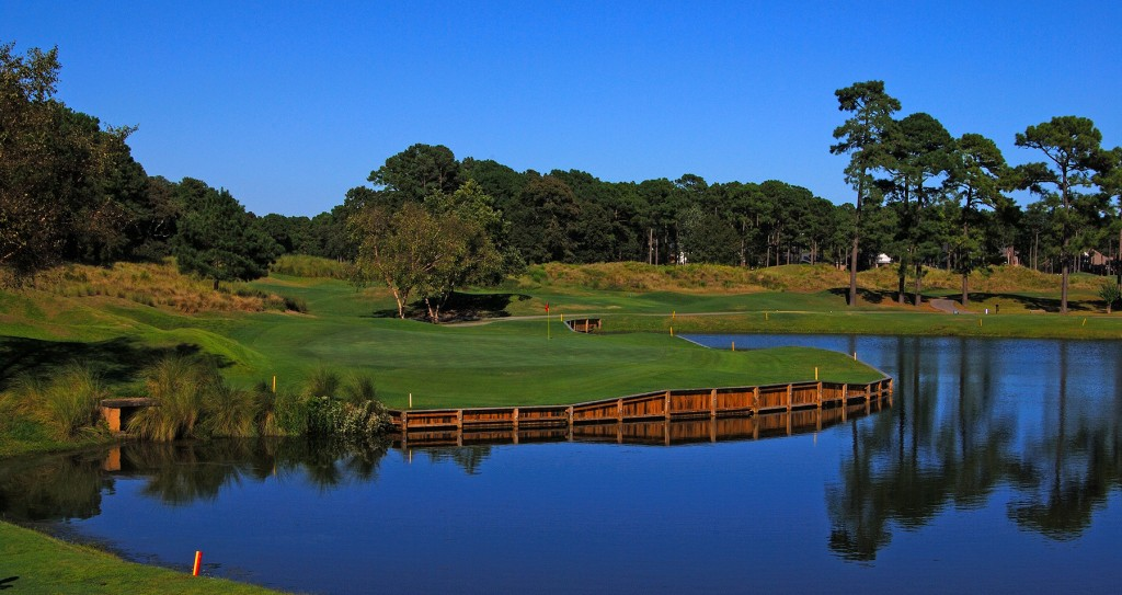 Plantation Resort guests receive discounts on golf at Prestwick Country Club during their Myrtle Beach vacation.